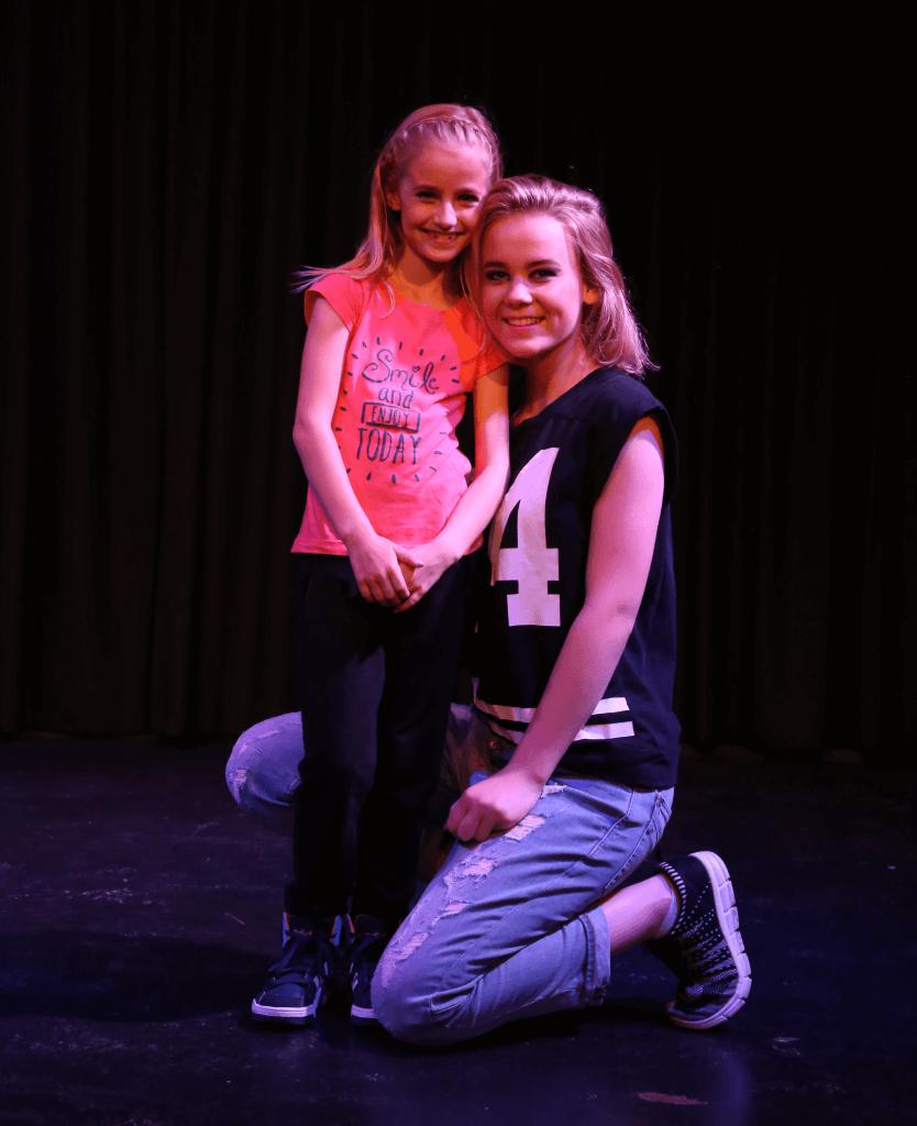 1 (31) Chirsta en zusje Jessie_snip